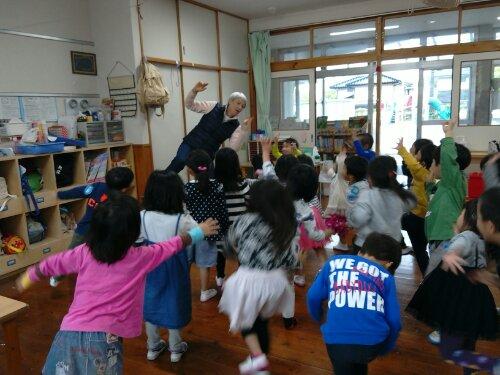 英語で遊ぼう~♪♪ | 横浜新町保育園のホームページ